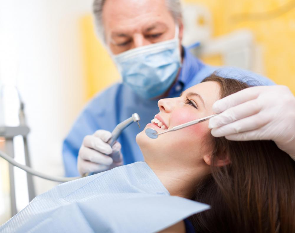 A dentist can pinpoint the cause of gum swelling.