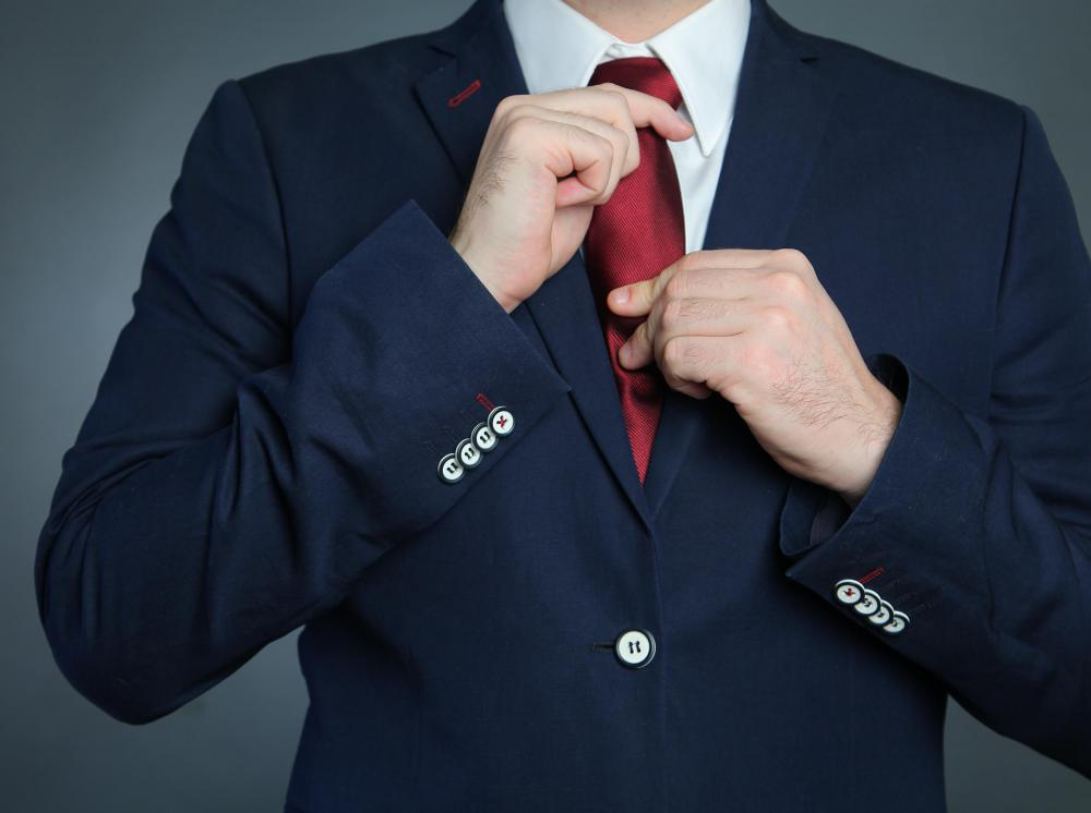 It is important to wear informal attire that isn't too flashy when giving a presentation.