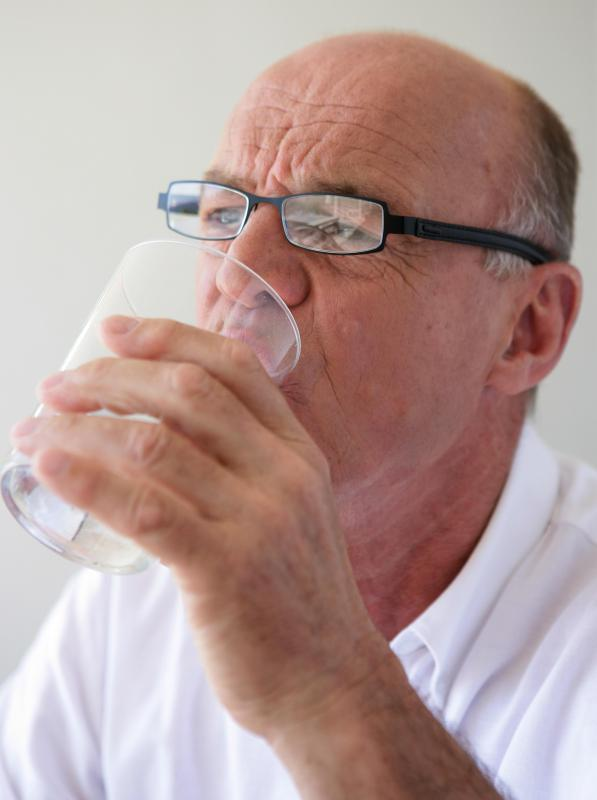 Patients undergoing dialysis should be careful not to drink excessive amounts of water, as doing so could prolong the procedure and cause complications.