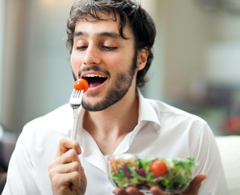 Eliminating raw foods like salads from your diet can prevent you from feeling cold after eating.