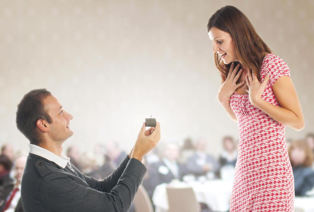 According to tradition, men propose to women with a diamond ring.