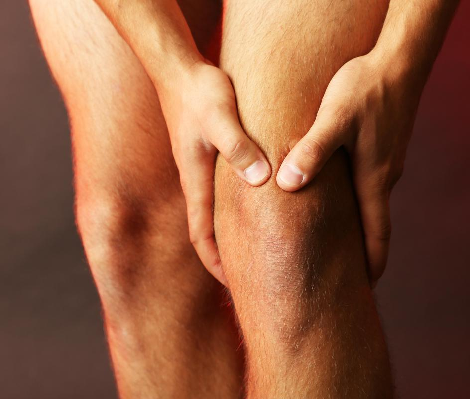 Symptoms of entrapment of the saphenous nerve may include knee pain.