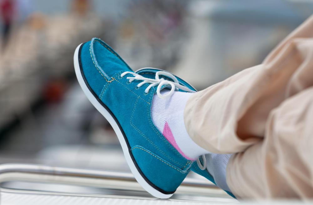 Casual style canvas boat shoes should have cushioned insoles for support.