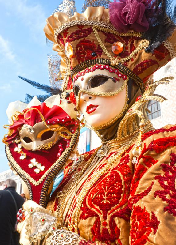 Players in masques wore elaborate costumes.