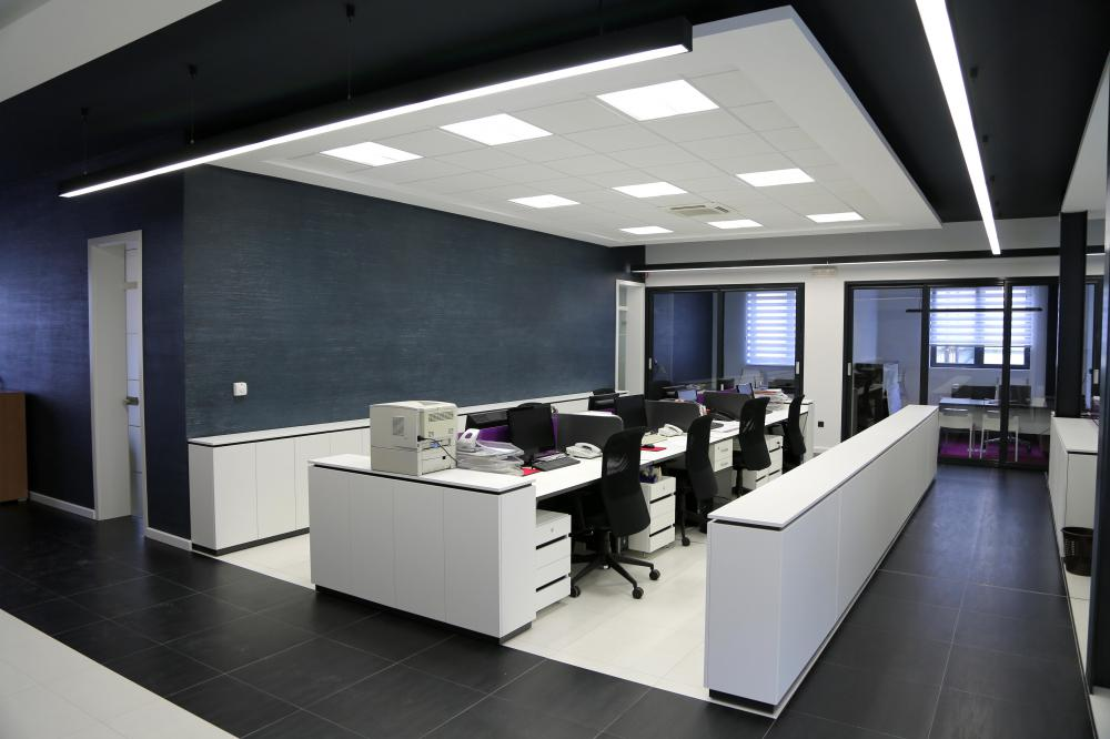 What are the different types of computer workstations Computer office interior design