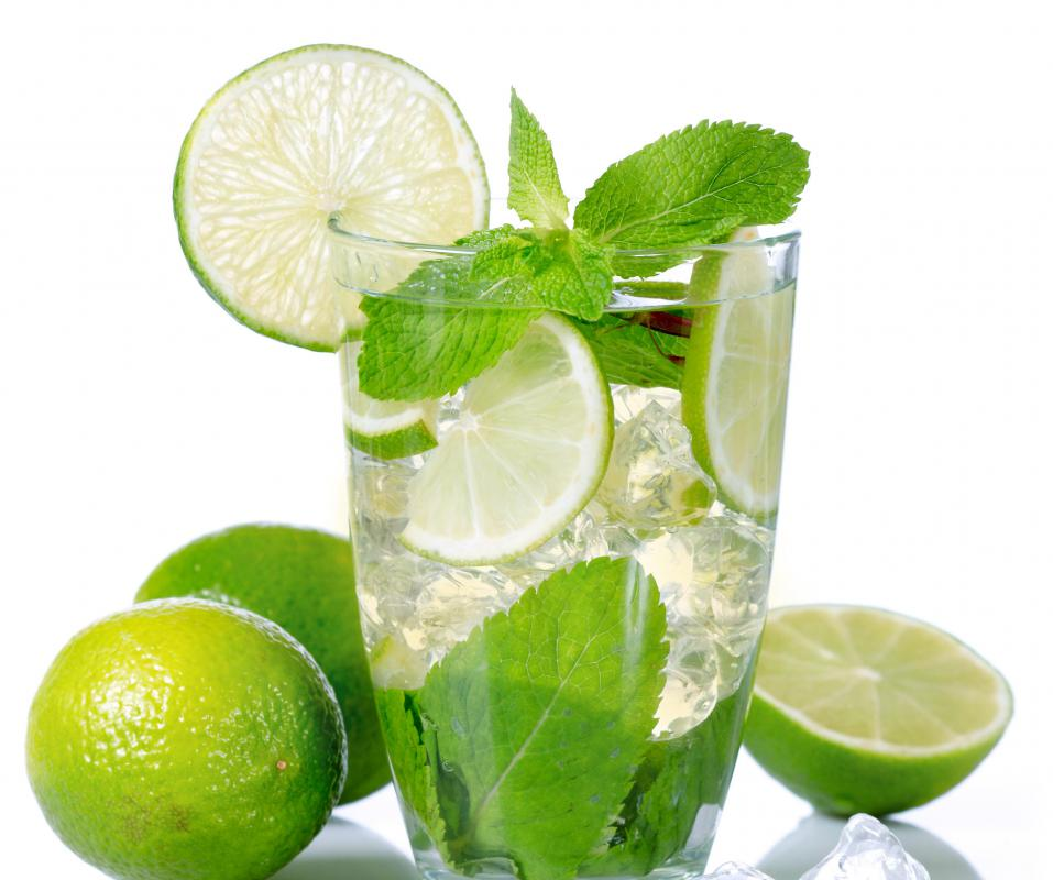 A summery mojito can be garnished with mint leaves and slices of lime.