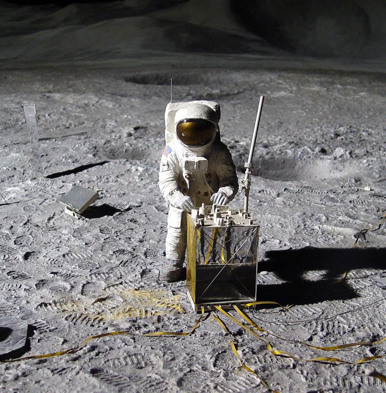 conspiracy behind 1967 moon landing - photo #1