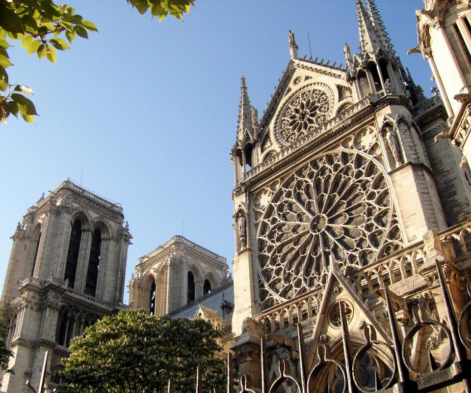 The Cathedral of Notre-Dame de Paris uses flying buttresses as part of its architectural design.