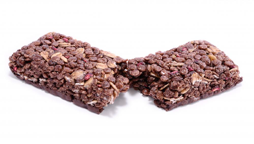 Puffed rice and dark cocoa are excellent additions to organic energy bars.
