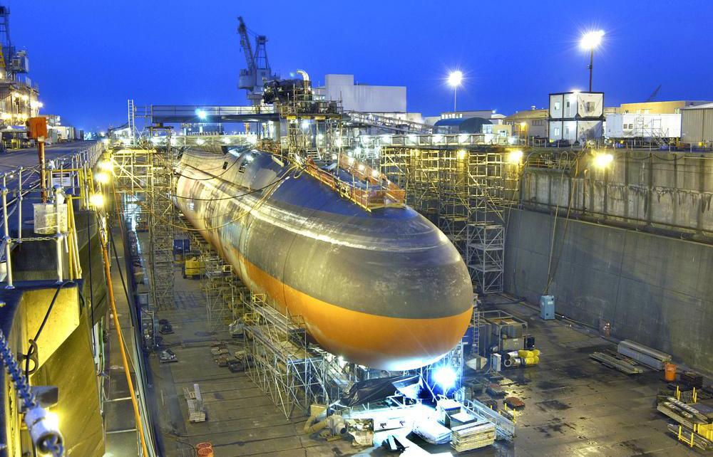 The U.S. Navy uses several nuclear-powered submarines, such as the Ohio class submarine, that can run quietly.