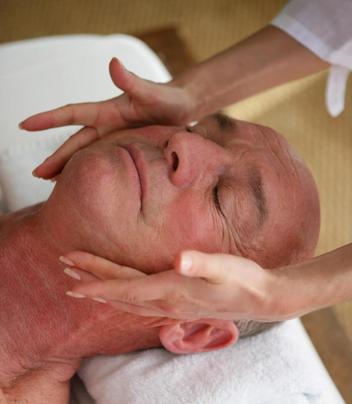 Acupressure to the face is part of a Jamu massage.
