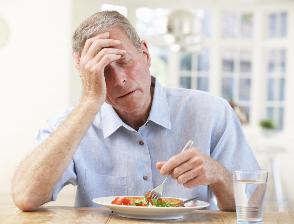 People with grumbling appendicitis may experience nausea and loss of appetite.