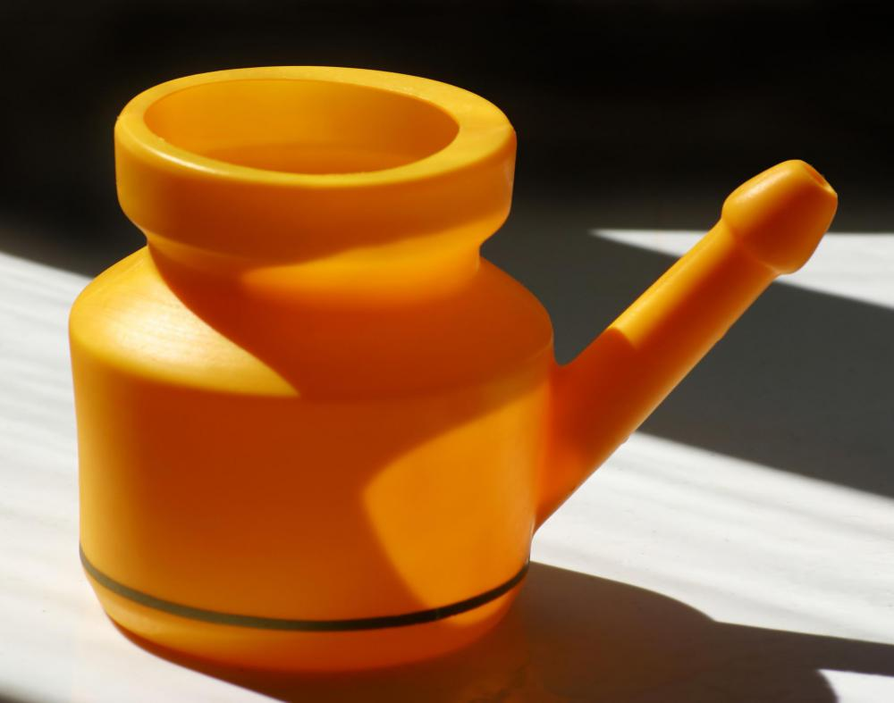 Clearing nasal passages with a neti pot may help prevent instances of vomiting mucus.