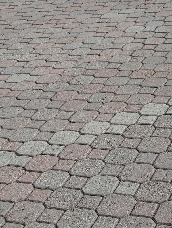 The permeable pavers made from special porous cement look very similar to traditional concrete pavers.