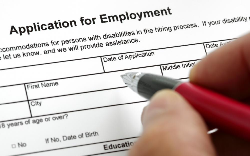 Gaining employment during both a recession and a depression can be difficult.