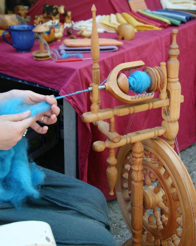 When the wool is airy and free of tangles it is ready for the spinning wheel.