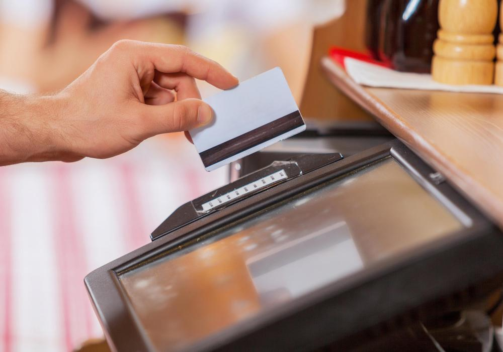 What is a No-Limit Credit Card? (with pictures)