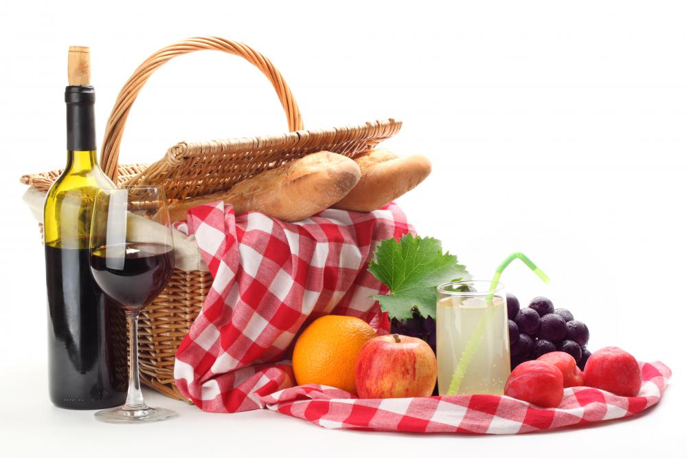 A basket with typical picnic food.