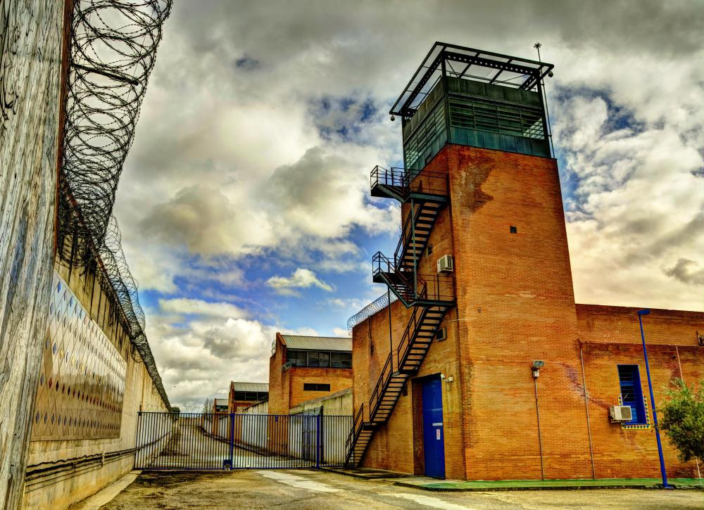 correctional maximum security prison Maximum security prison and supermax prison are grades of high security level  used by prison  for canada see correctional service of canada#security  classification of offenders for other prison systems, see prison#security levels.