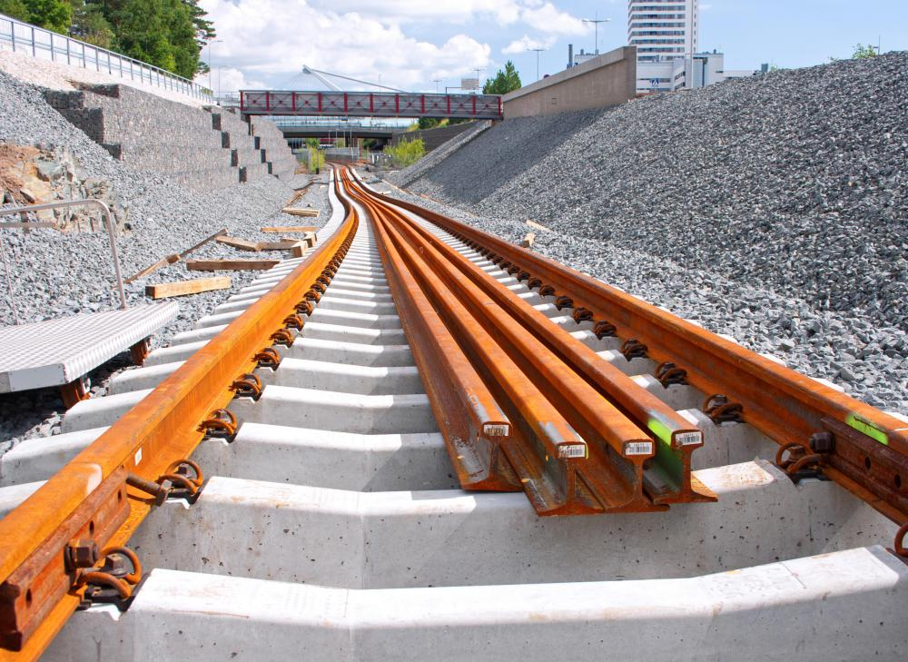 Rail joints use flat metal pieces called fishplates to connect segments of tracks together so the tracks extend over long distances.
