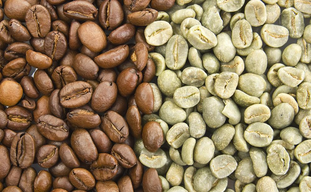 Blending can take place while the coffee beans are raw (r) or after they are roasted (l).