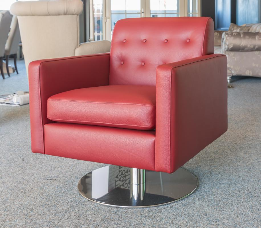 What is a Swivel Club Chair? (with pictures)