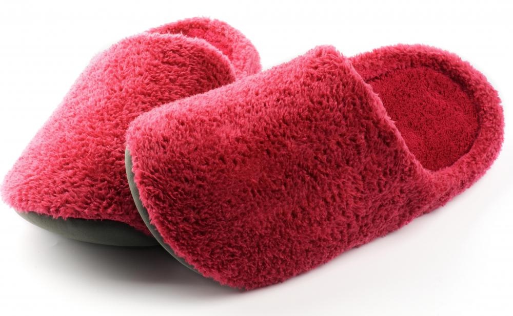 How do I Choose the Best Women\'s Slippers? (with pictures)