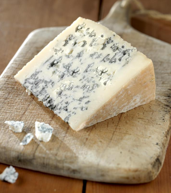 French cheese like Roquefort can be served during the cheese course.