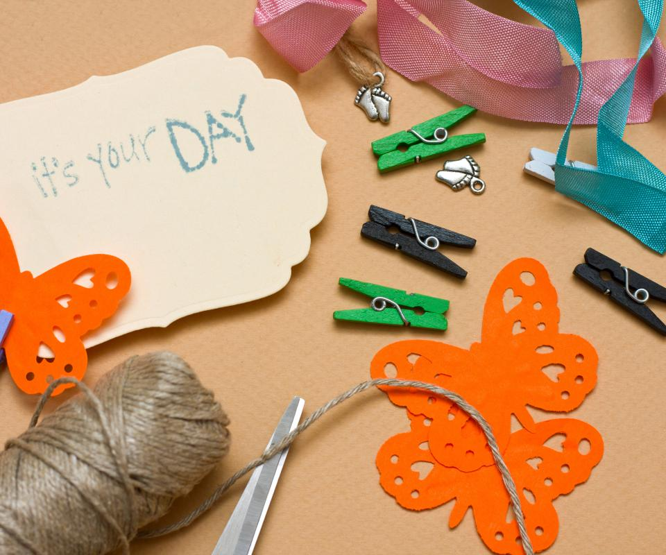 Basic scrapbooking often include materials like twine and card paper.