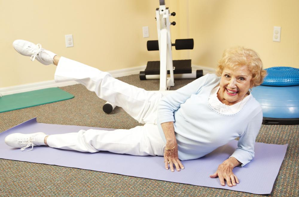 Side leg lifts work several muscle groups, including those of the buttocks and hips.