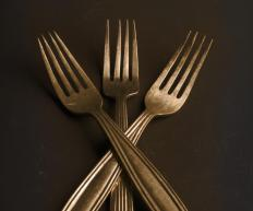Simple, straight edges are a popular choice for cutlery.