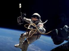 During his historic June 3, 1965 spacewalk, astronaut Ed White used an umbilical cable when he exited the Gemini 4 capsule.