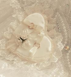 Elaborate pearl combs with beads or pearls are ideal for a bride to wear.
