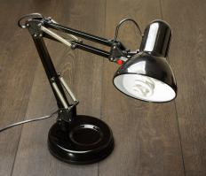 Desk lamps may have a swivel arm to help people easily adjust the lighting.