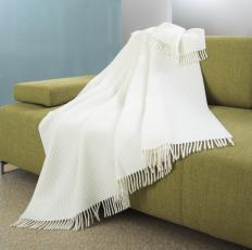 It is important to wash throw blankets regularly to keep from spreading armpit fungus.