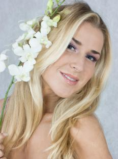 Choosing the best flower hair piece can depend on the occasion.
