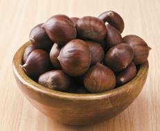 Chestnut pants ensure an even temperature while chestnuts are fried.