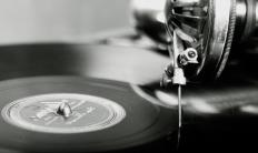 Sapphire record player needles are ideal for playing old 78s.