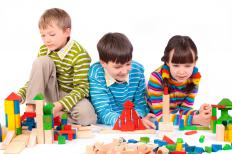 Children playing with blocks in play therapy.