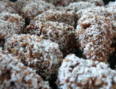 Chokladboll often contains pearl sugar.