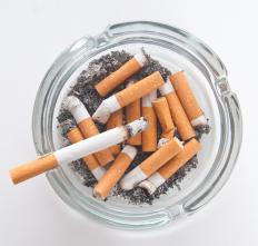 Smoking cigarettes increases the risk of developing abdominal angina.