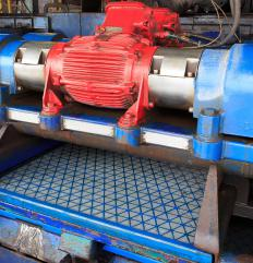The shale shaker plays an important role in modern solids control.