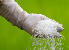 Crystalline fertilizer is a type of urea fertilizer.