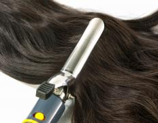 For straight-haired women, it is necessary to create loose waves in the hair using a curling iron.