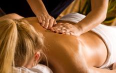 A shoulder massage may involve a deep tissue massage that goes between the shoulder blades.