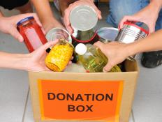People participating in a food drive, a type of service learning project.