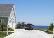 Beachfront and lakefront real estate, like garden real estate, is a niche category.