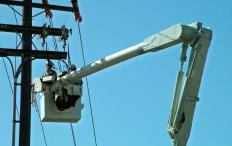 An average lineman apprenticeship is between three and five years.