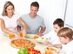 Research shows that adults and children tend to eat healthier foods when sitting down to a family meal.