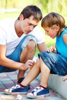 Most minor cuts to the leg heal fine on their own as long as they are kept clean.